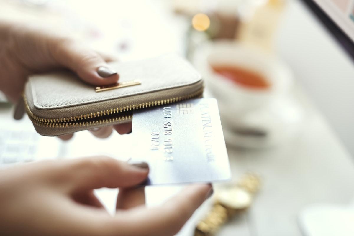 Credit/debit cards vs. cash